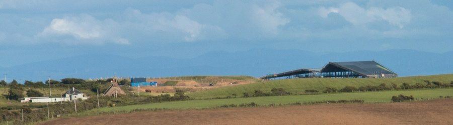 Panorama-Ansicht der Lagg Whisky Destillerie - eingezoomed